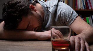 Алкоголь і нервова система: чи дійсно випивка допомагає розслабитися?