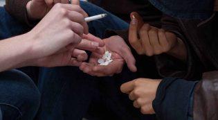 Все причины подростковой наркомании